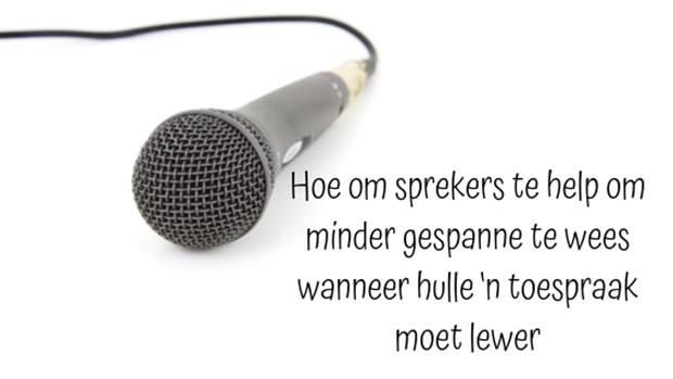 Hoe om sprekers te help om minder gespanne te wees wanneer hulle 'n toespraak moet lewer